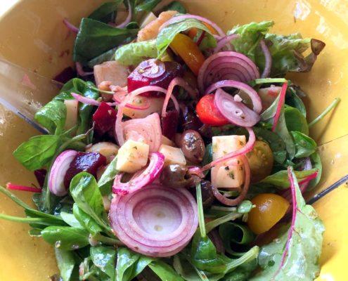 maaltijdsalade met aardappelen big salad with potatoes