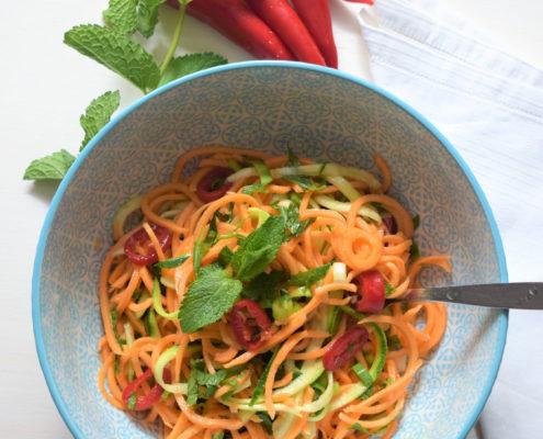 Thaise salade met zoete aardappel en courgette