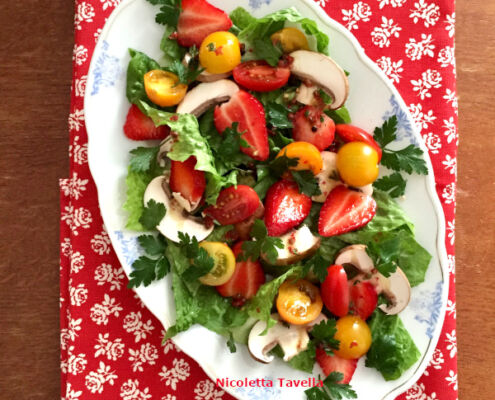 Italian salad with strawberries